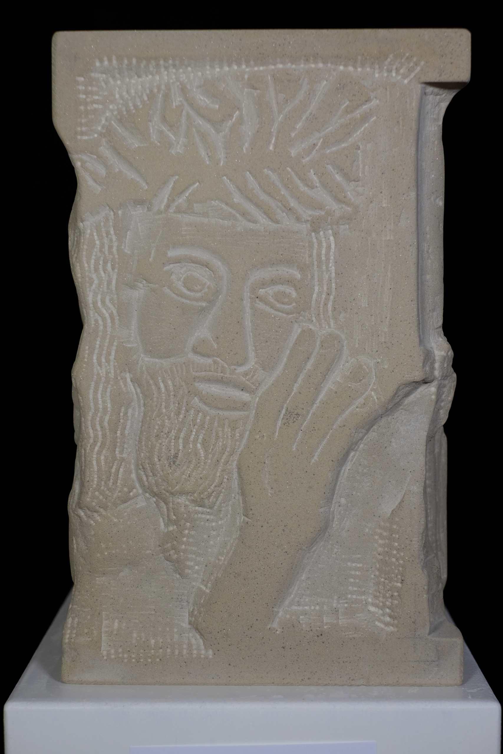 Sandsteinskulptur Weltreligionen von Mario Arcelan
