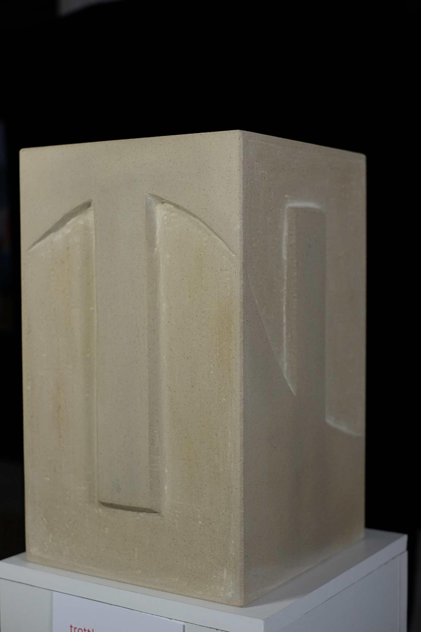 Sandsteinskulptur Gegensätze von Andrzej Estko