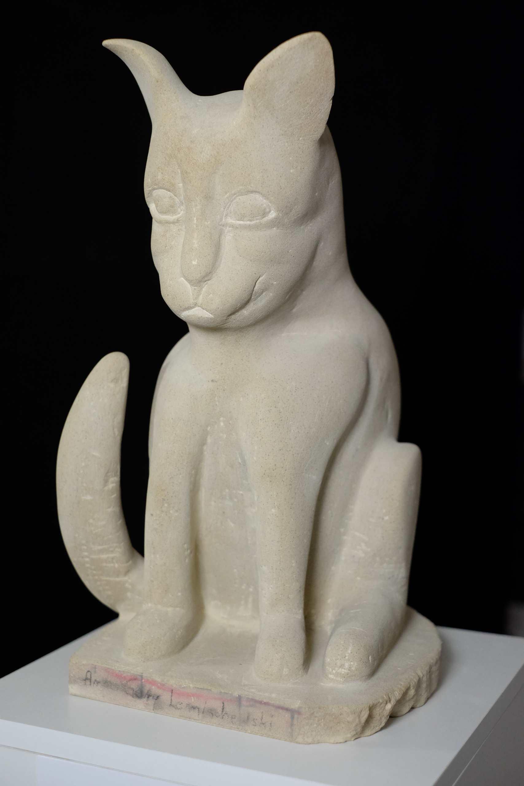 Sandsteinskulptur Katze von Arno Gary