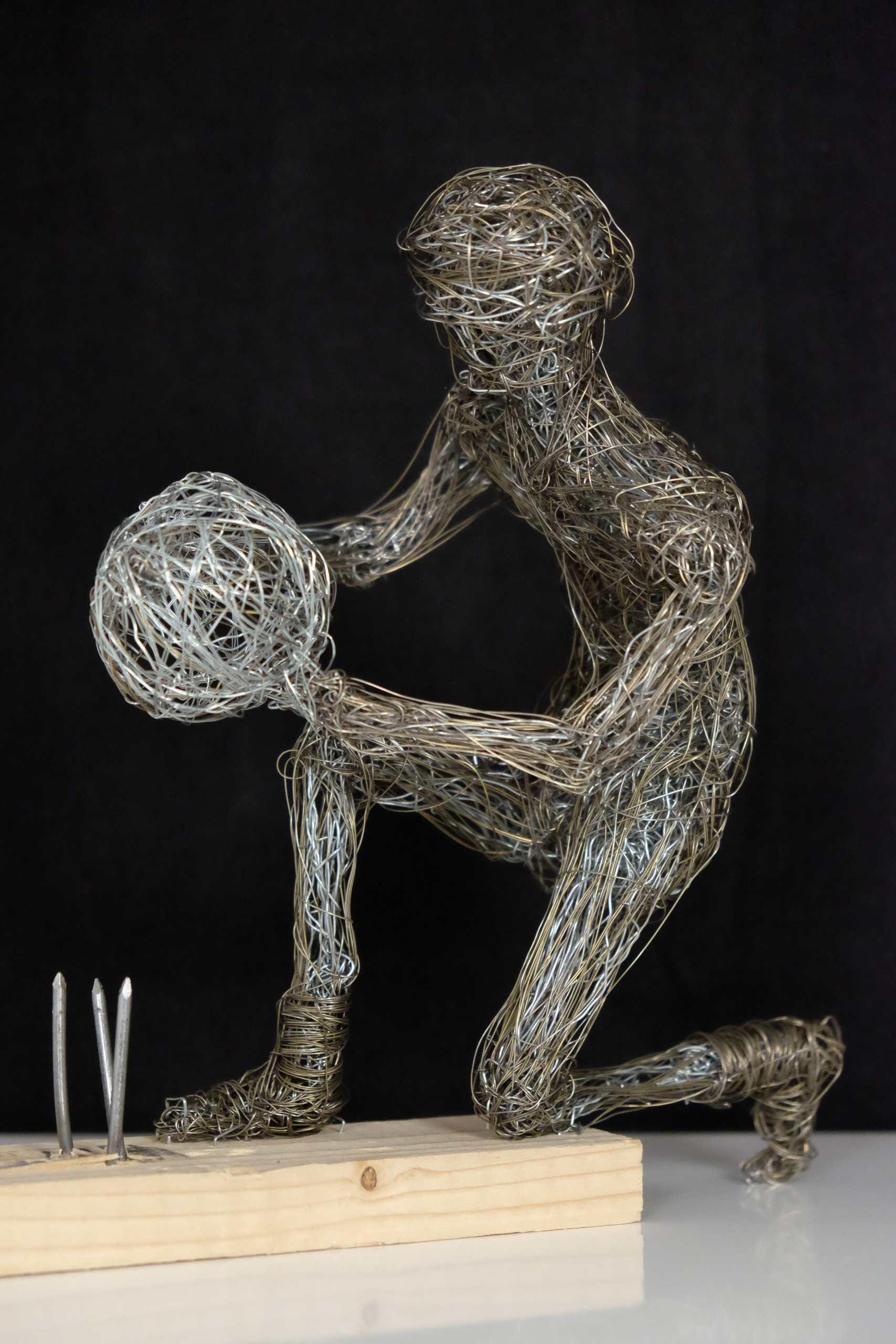Drahtgeflecht Mensch und Welt von Murat Taskin