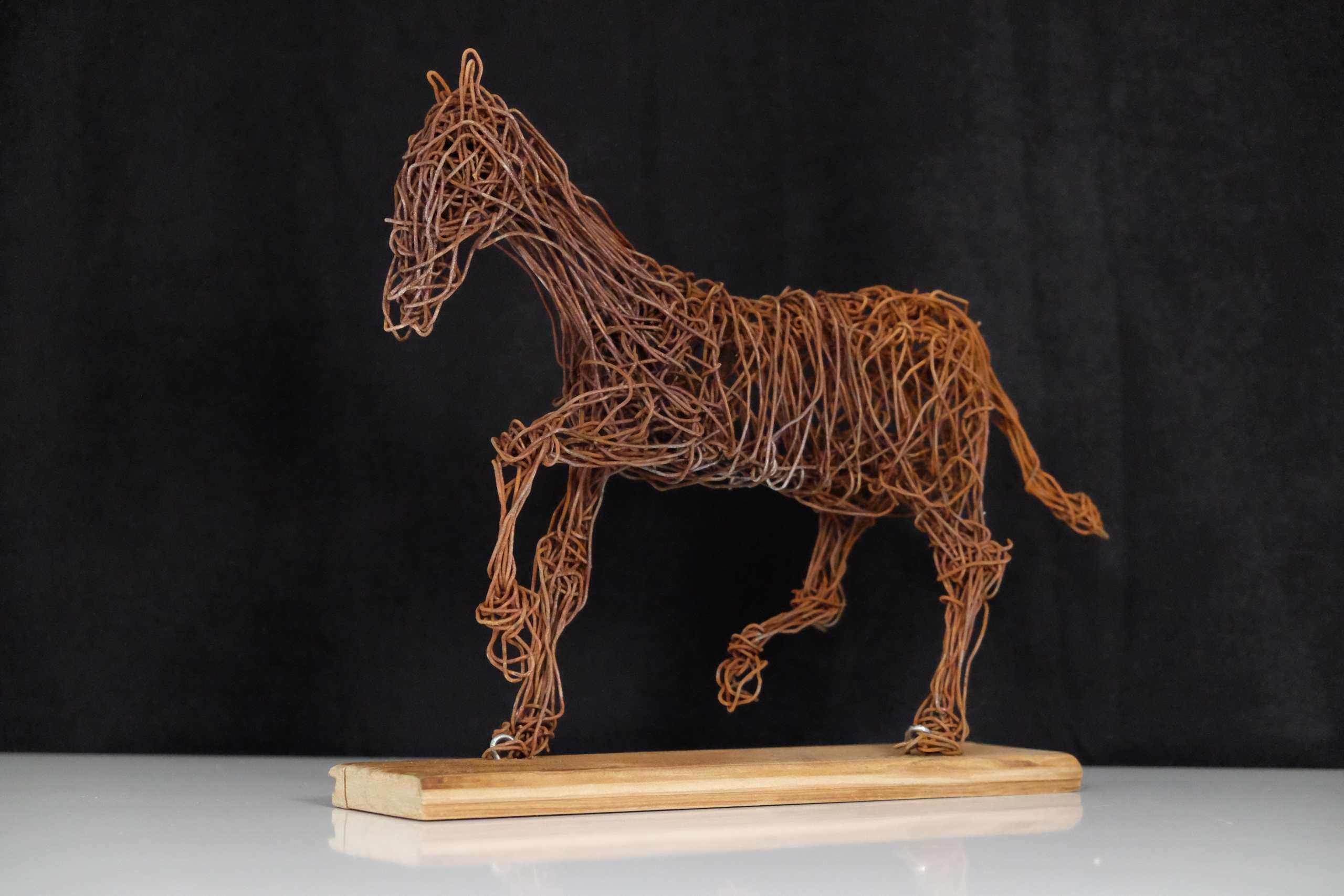Drahtgeflecht Trabendes Pferd von Murat Taskin