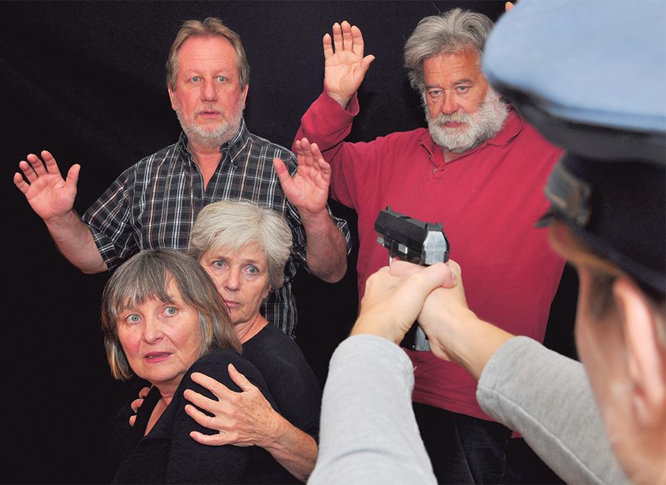"""Foto des Ensembles von """"Bezahlt wird nicht"""""""