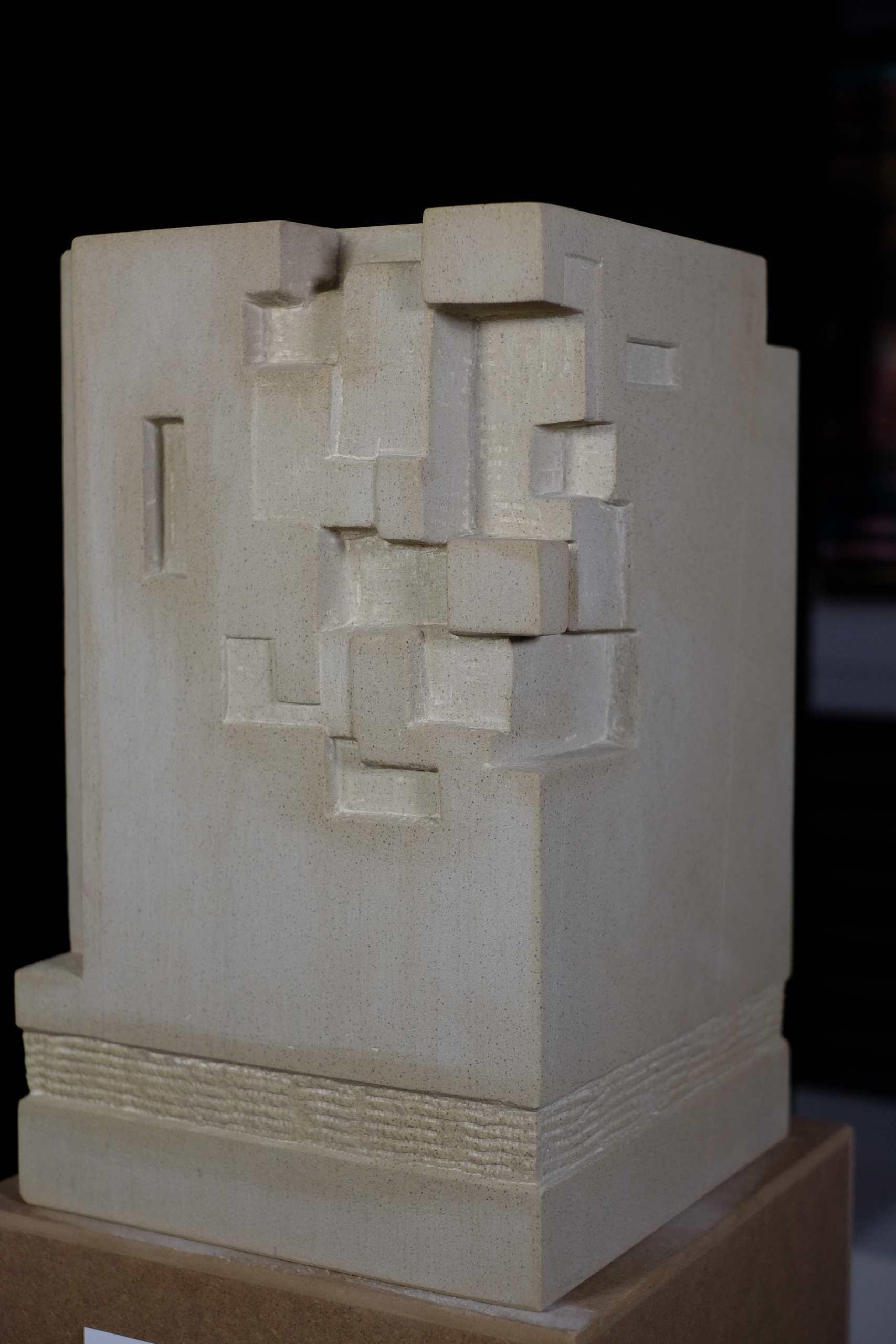 Sandsteinskulptur Natur und Geometrie von Katja Vollmer
